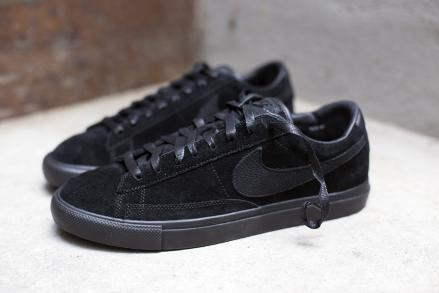 http://sneakerwars-image.com/images/1560/larges/black-comme-des-garcons-nike-blazer-low-prem-cdg-sp-1.jpg