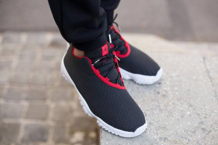 NIKE AIR JORDAN FUTURE LOW BLACK/UNIVERSITY RED-WHITE